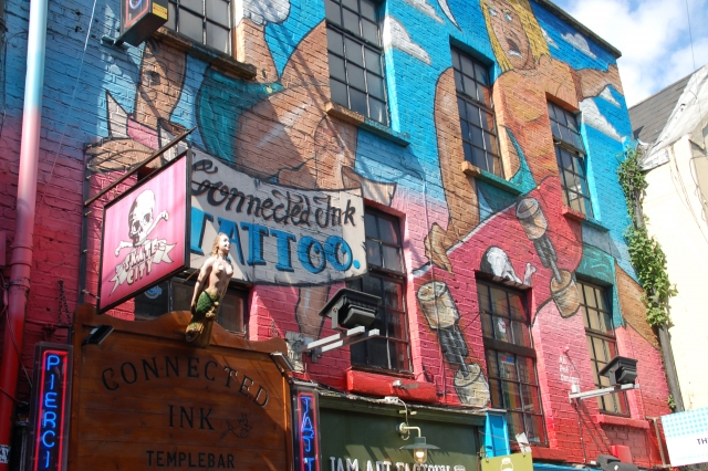 tattoo-shop vol graffiti
