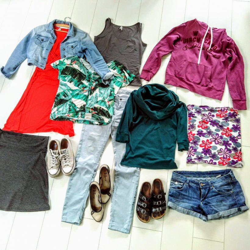Mijn koffer-capsule (10 kledingstukken, 25+ combinaties)