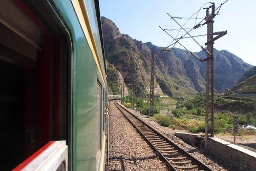 Bovenaan mijn travel bucket list: over land naar Azië. Foto vanuit een trein onderweg naar Beijing.