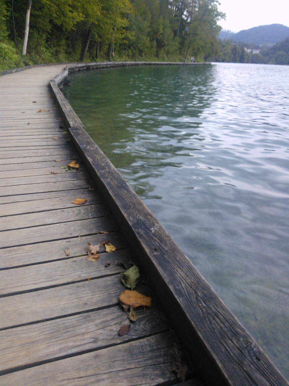 wandelpad langs het meer van Bled