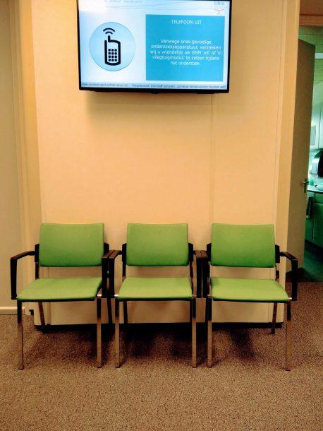 de wachtkamer van de audioloog